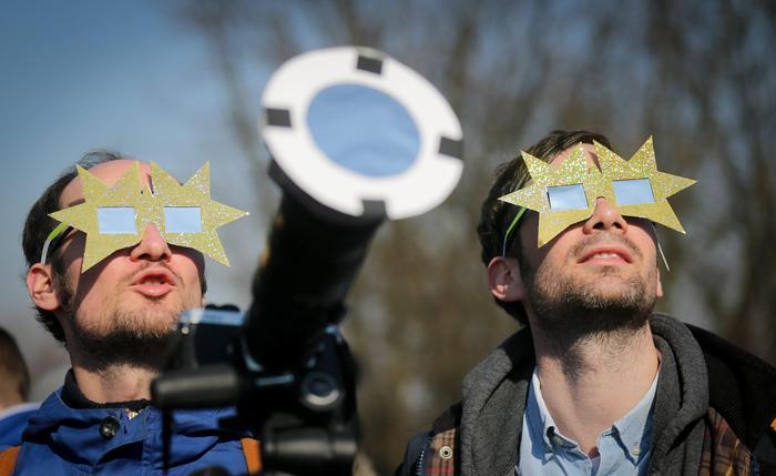 Primo giorno di primavera: da Google un doodle animato. E dopo l'eclissi arriva anche la Superluna VIDEO FOTO