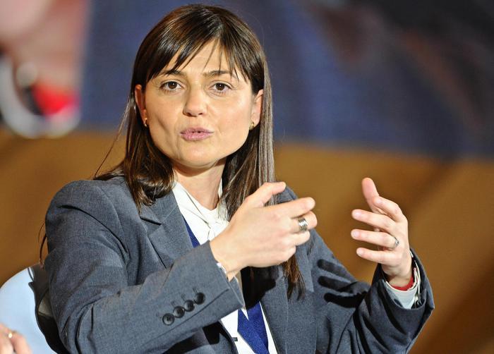 Ue: Serracchiani a Gentiloni, esentare serbi tassa transito