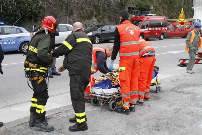 Operaio travolto da lastra metallo a Udine, morto