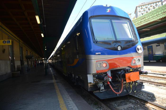 Sigilli a treni Puglia,sì a facoltà uso