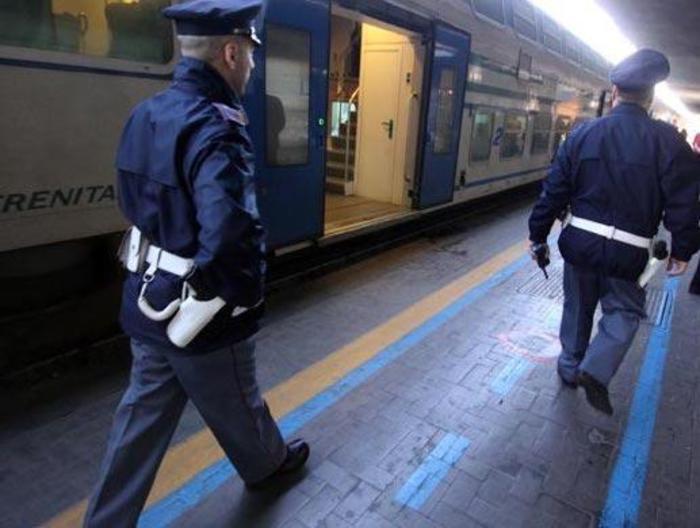 Molestano viaggiatrice treno, 7 denunce