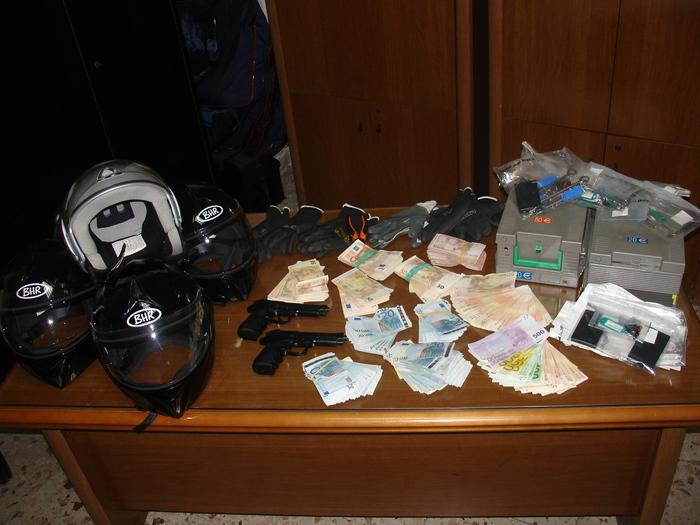 Rapinano banca nel catanese, cinque arresti$