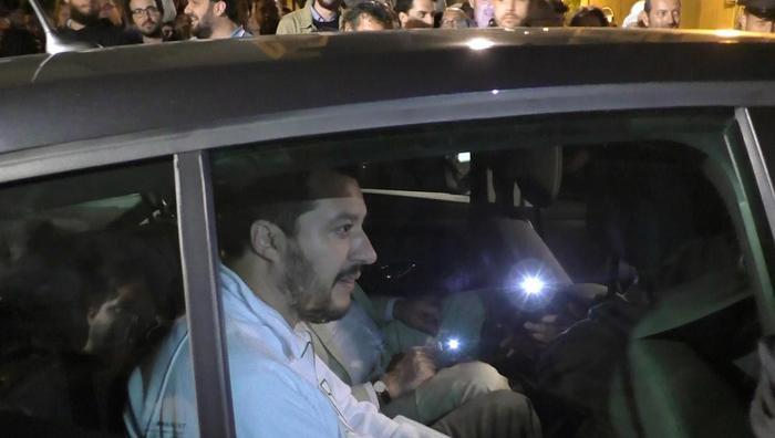 Salvini in Sicilia, tra lancio di uova e applausi$