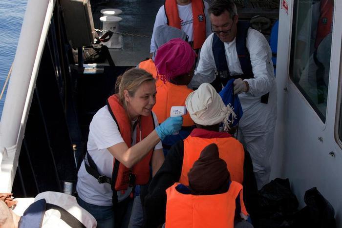Pozzallo, sbarcati quasi 400 migranti: fermati tre scafisti$