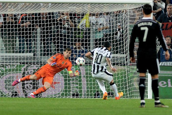 Il gol di Tevez su rigore