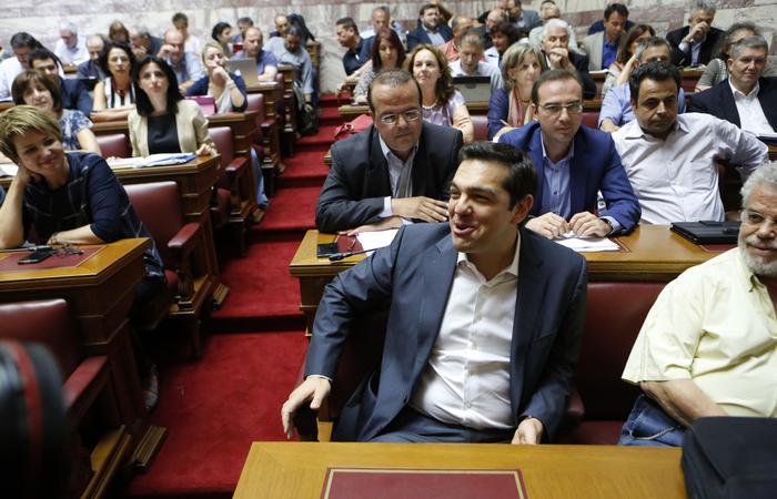 Tsipras alla sfida del parlamento diretta tv economia for Parlamento in diretta