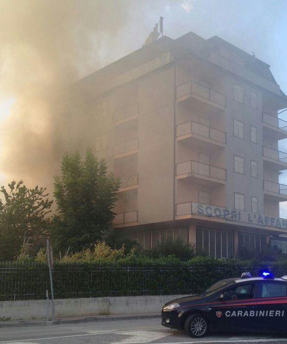 Incendio in mobilificio irpino campania - Mobilificio in campania ...