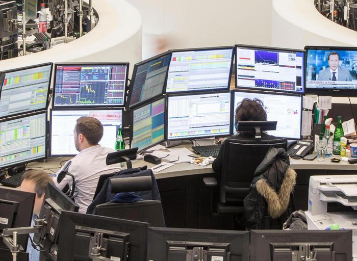 Borsa: listini Ue migliorano con Wall Street, Milano -0,9%