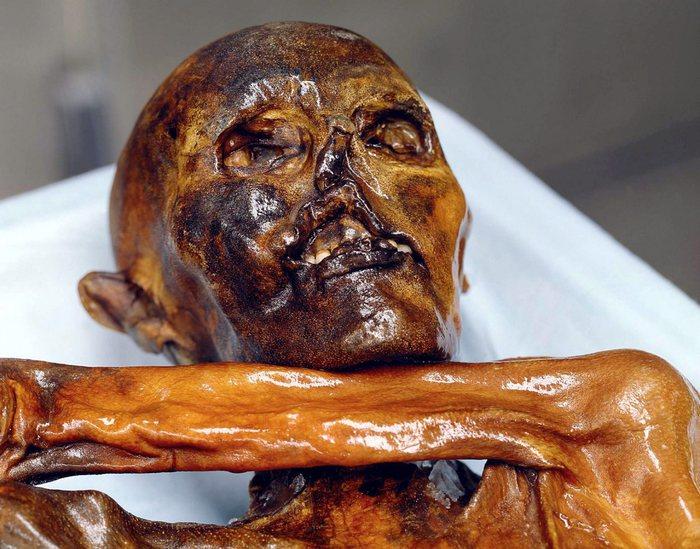 Ötzi compie 25 anni e stupisce ancora