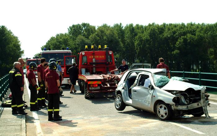 Scontro frontale auto-tir, muore 26enne