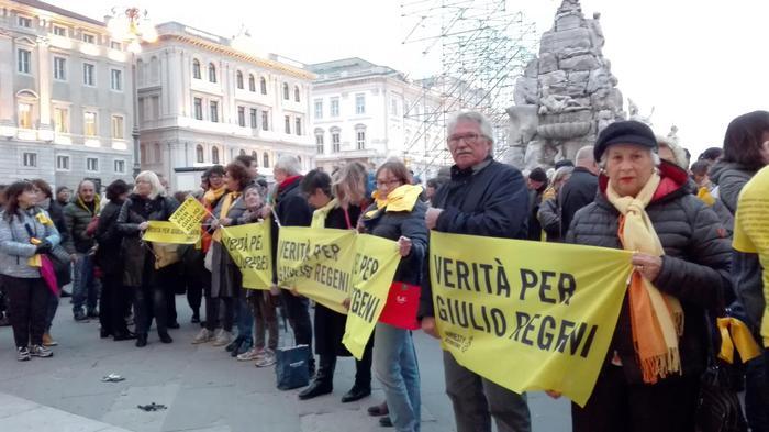 Zuffa in Consiglio comunale Trieste per striscione Regeni