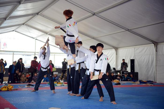 Fed. taekwondo dona palestra a Amatrice