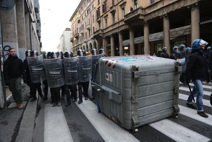 Concluso maxi-sgombero a Bologna