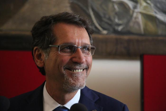 Bologna, giù tasse e debito