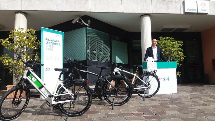 Stand Enel Energia per provare e-bike