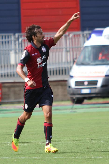 Calcio:il Cagliari batte il Crotone(2-1)