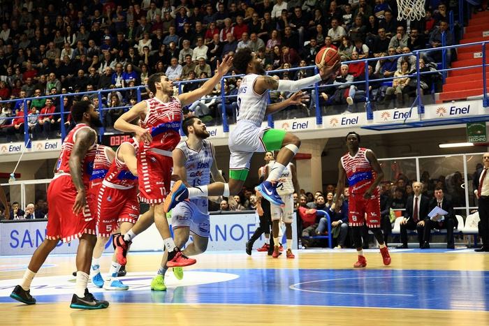 Basket: Brindisi batte Trento 69-61