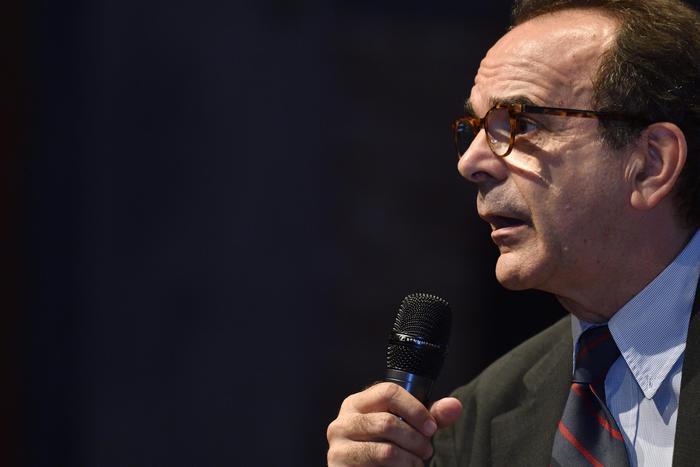 Parisi: oggi nasce Energie per l'Italia