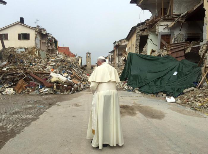 Sisma: Papa Francesco arrivato ad Amatrice, andrà nella zona rossa - LA DIRETTA