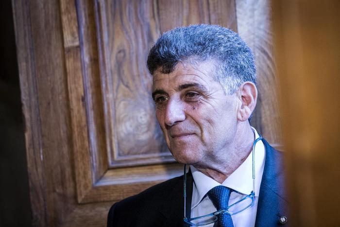 Sigillo Ateneo Urbino a medico Lampedusa