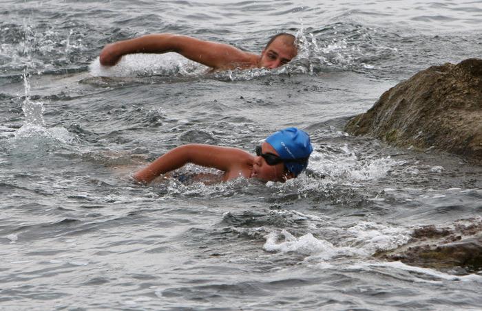 Nuoto: 300 atleti di ogni età alla traversata Golfo Mondello