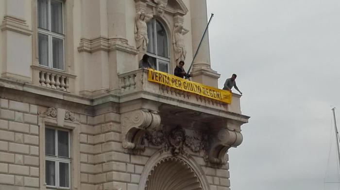 Regeni: Serracchiani mette striscione a Palazzo FVG