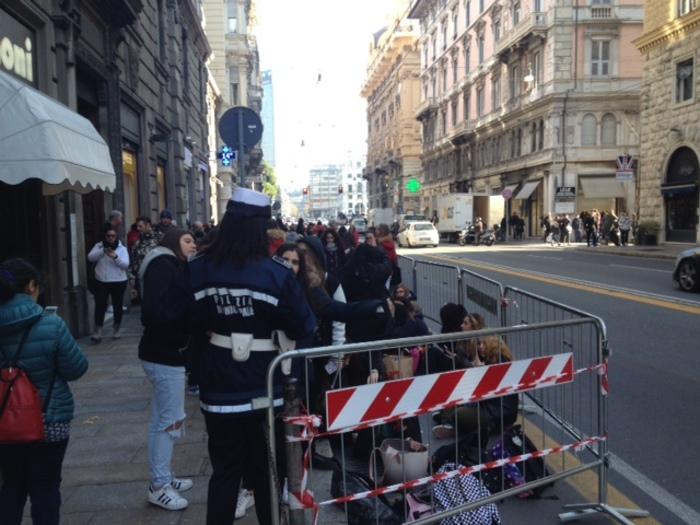 Ragazze in fila al freddo per Benji&Fede