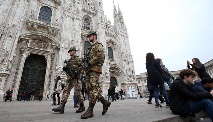Renzi, militari Milano? Pronti ad aiuto