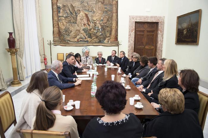 Renzi incontra parenti vittime Erasmus,non sarete soli