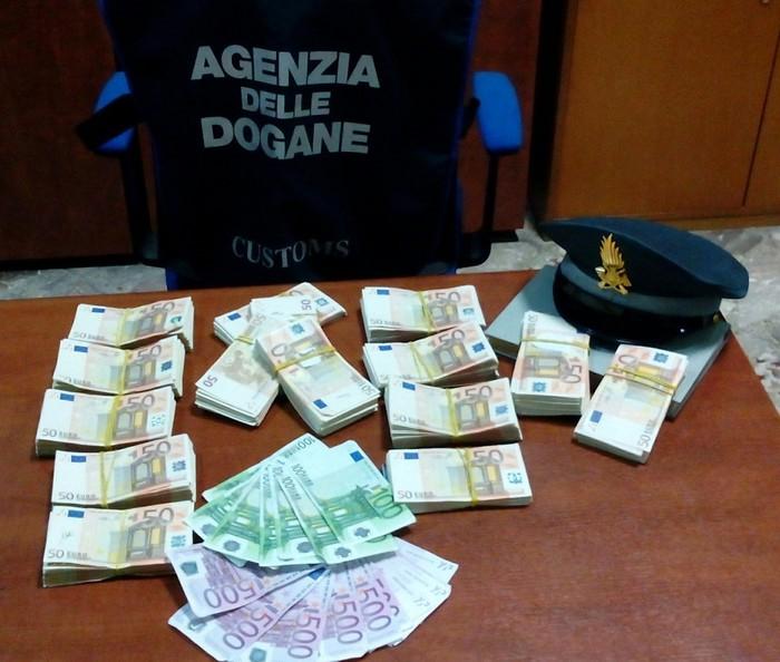 Bloccato in porto Bari con 79 mila euro