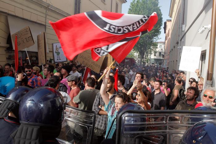 Referendum, Centri sociali in piazza