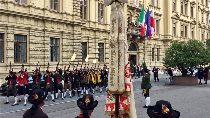 Ue: Juncker a Bolzano, Urzì protesta