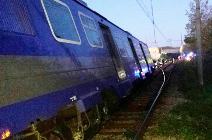 Treno esce da binari, nessun ferito