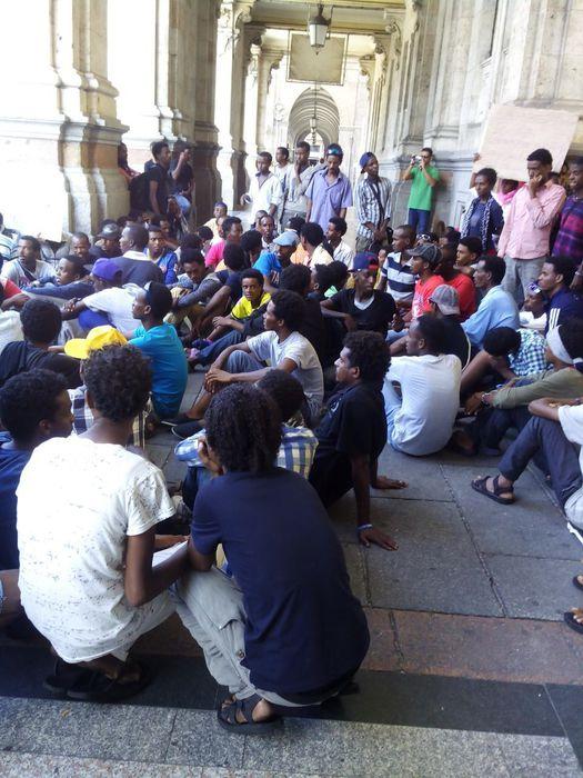 Migranti: tensione con vigili a Cagliari