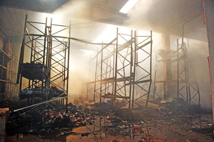 A fuoco deposito centrale Coop Adriatica