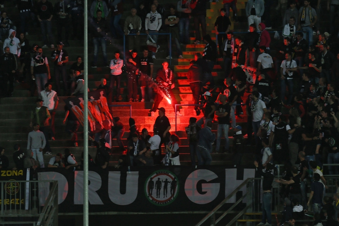 Calcio: fumogeno acceso in Udinese-Napoli, un Daspo