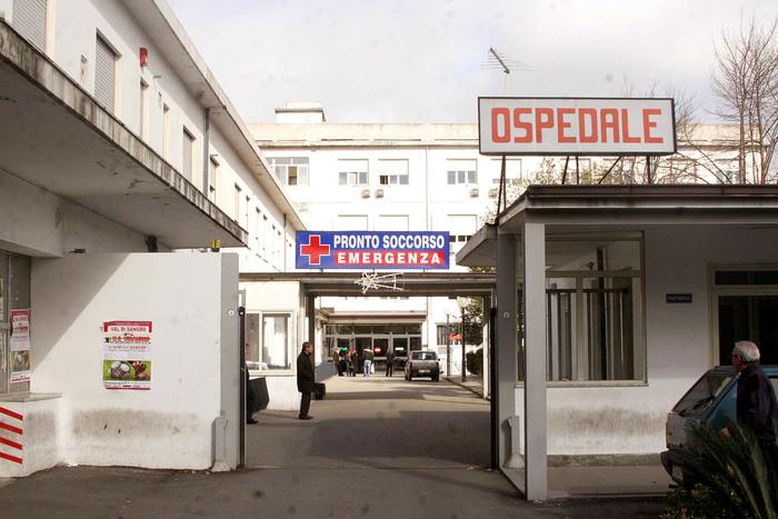 Salta cesareo per mancanza anestesisti
