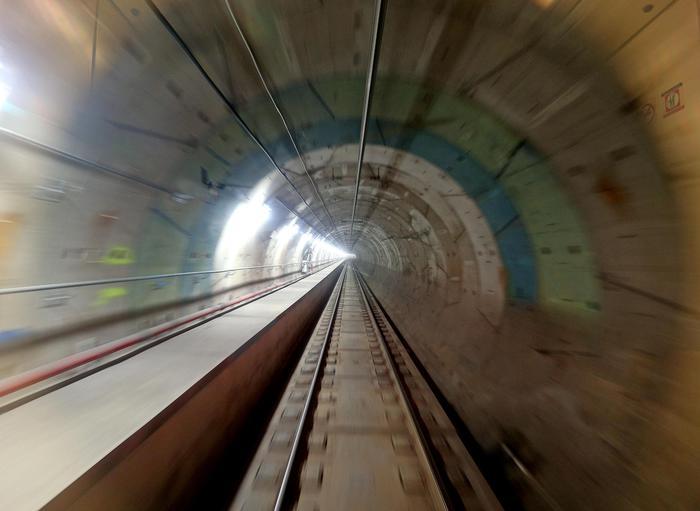 Travolto da metro a Roma, grave 12enne