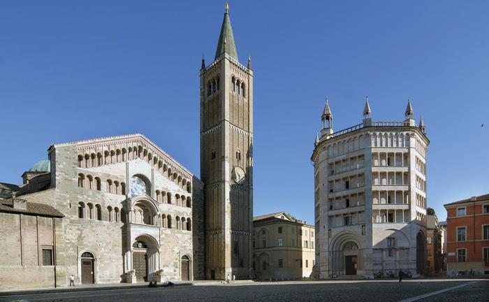 Donna trovata agonizzante vicolo Parma