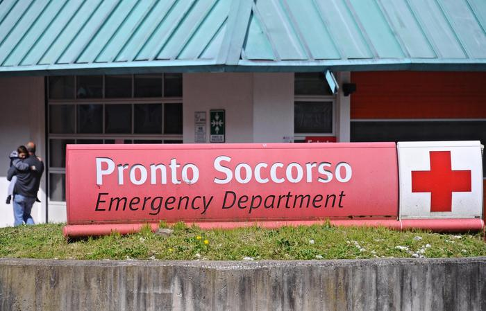 Sanità, occupato ospedale 'San Gennaro'