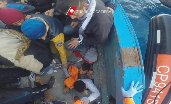 Nuova tragedia nel Canale di Sicilia, morte dieci donne$