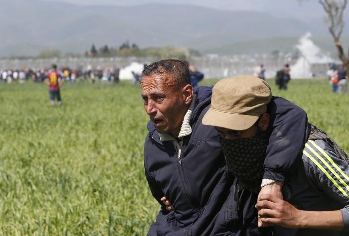 Scontri migranti-polizia a Idomeni. Medici senza frontiere: