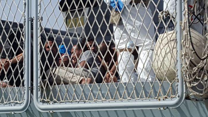 Augusta, sbarcati 576 migranti: tra loro anche un cadavere$