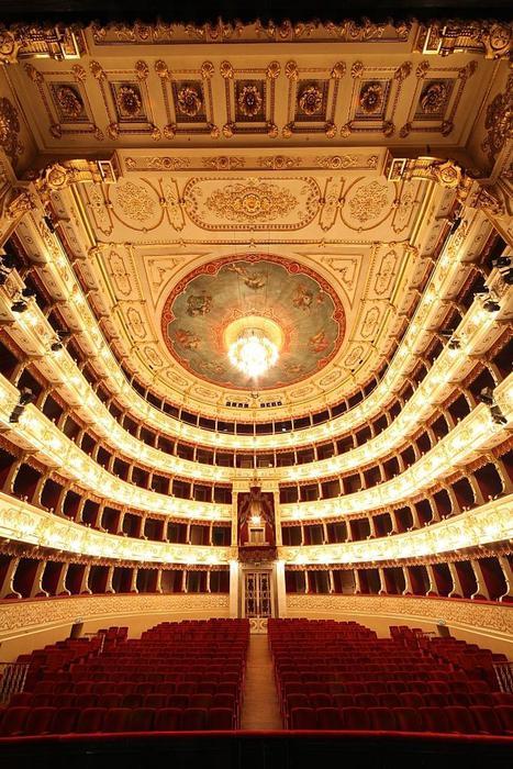Vereinigte Bühnen con Akhtar a Bolzano