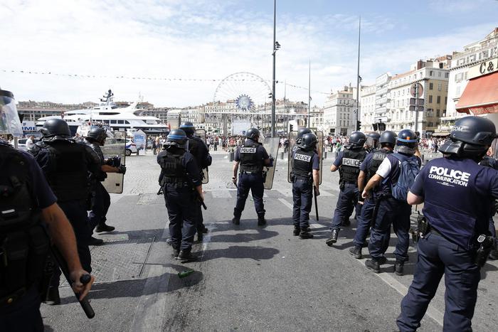 Marsiglia: van si schianta contro due fermate bus, una donna morta. Non è terrorismo