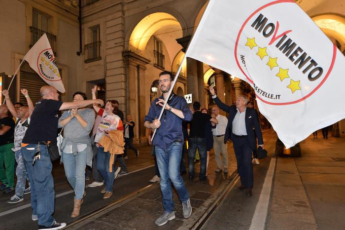 M5s, con Si referendum addio Autonomia