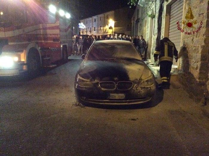A fuoco auto sindaco nel nuorese cronaca for 4 4422 c