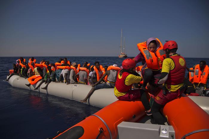 Sbarci, in Sicilia in arrivo altri 1900 migranti$