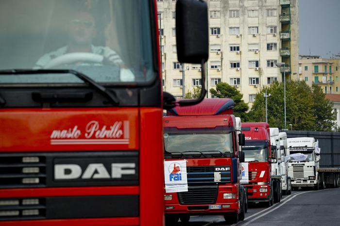 Porti: martedì incontro con camionisti