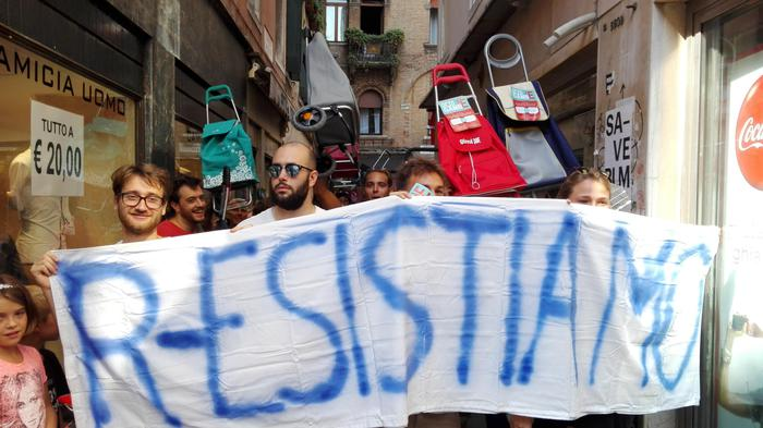 Marcia carrelli spesa per difesa Venezia